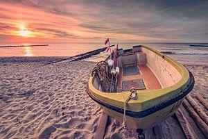 Fischerboot am Strand (Ahrenshoop / Darß) van