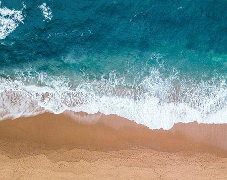 Zee en strand, abstracte compositie van lijnen in de branding