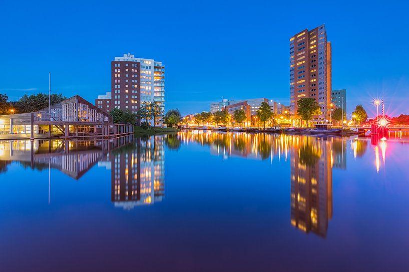 Blik vanaf de Sluiskade in Groningen van Ron Buist