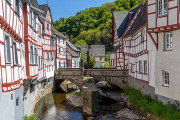 Das malerische Dorf Monreal in der Eifel von Reiner Conrad