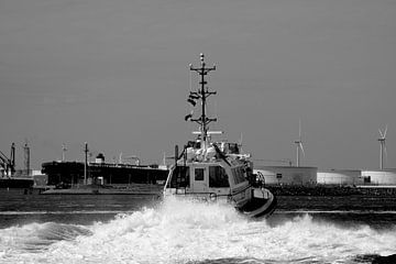 Loodstender Lucida in actie op de Maasvlakte. van scheepskijkerhavenfotografie