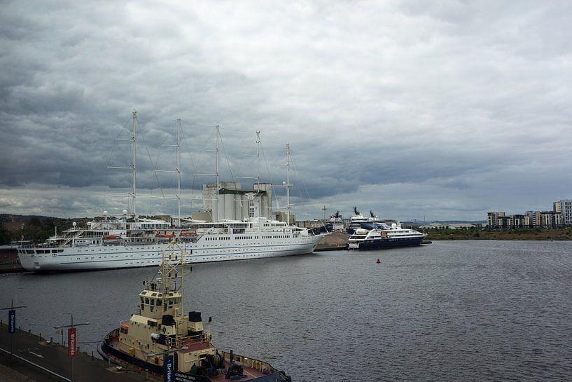 Tall ship luxury liner the Wind Surf at the Port of Leith Edinburgh Scotland von Leoniek van der Vliet