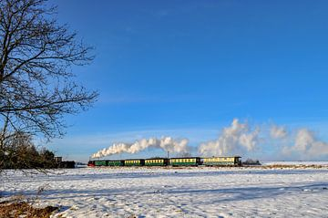 Rasender Roland im Winter bei Lonvitz/Putbus auf Rügen von GH Foto & Artdesign