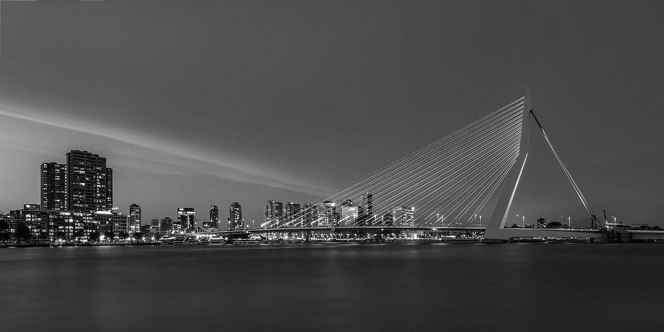Erasmusbrug in Rotterdam in de avond - 7