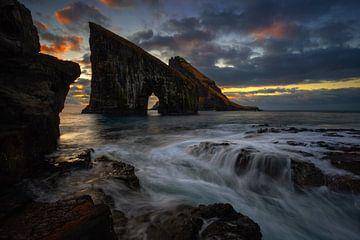 Drangarnir rocky arch van