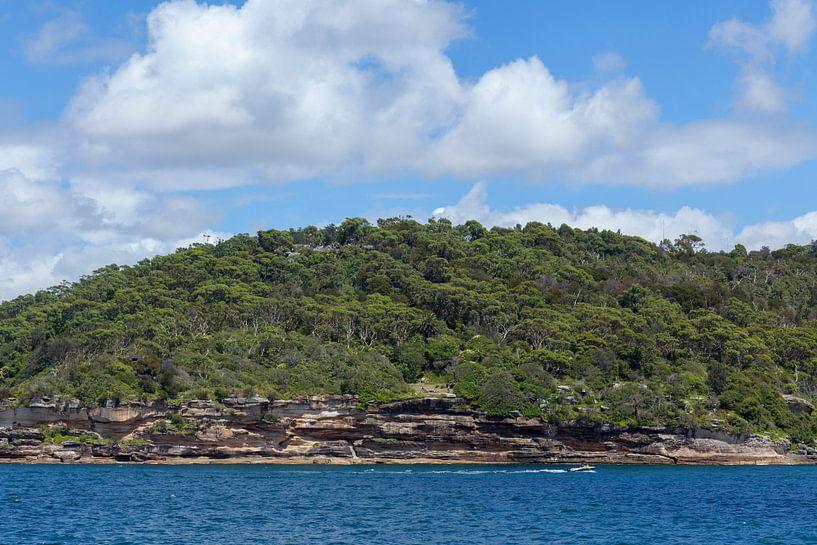 Het uitzicht van de haven van Sydney naar Fairfax. Het Noordenhoofd, North Head, Quarantine Station  van Tjeerd Kruse