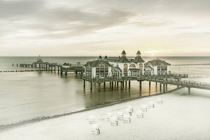 RÜGEN pier in Sellin bij zonsopgang   Vintage van Melanie Viola