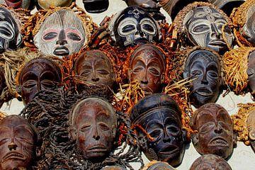 Maskers, Afrika van Inge Hogenbijl