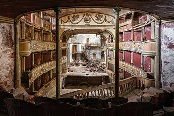 Verlaten theater in Italië van Ruud van der Aalst
