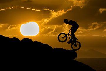 Mountainbiker silhouette van Tejo Coen