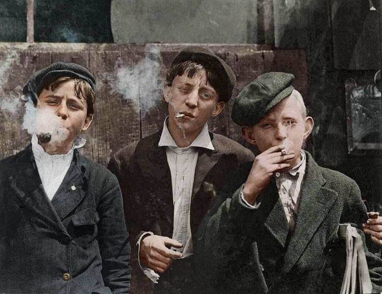 1910 They were all smoking, Missouri van Colourful History