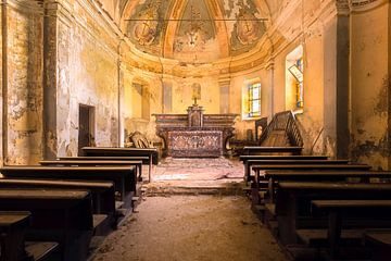 Kleine verlassene Kirche. von Roman Robroek