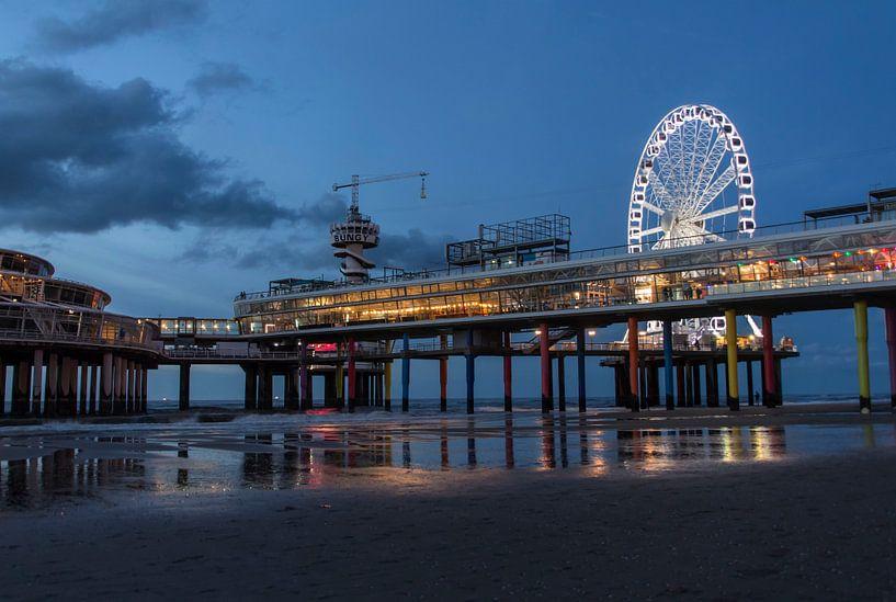 The Pier by night van D. Henriquez