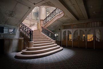 Treppenhaus in einem alten Theater von Tim Vlielander