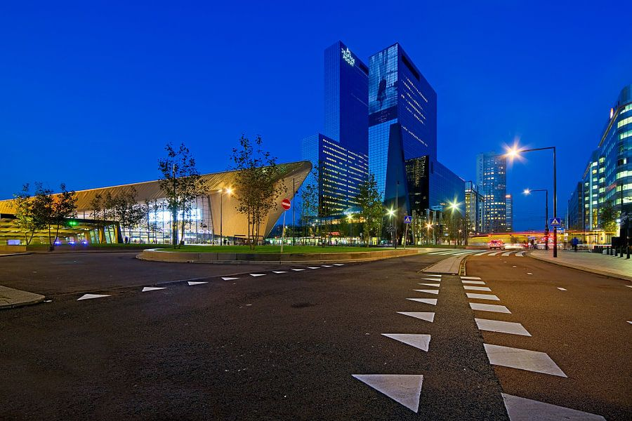 Voor het station te Rotterdam