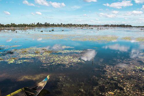 Jayatataka baray meer in Siem Reap van Anne Zwagers