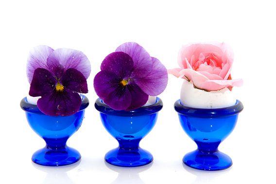 Eierdopjes met bloemen