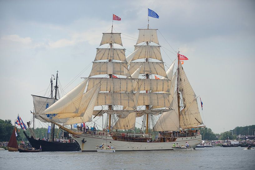 Tallship De Europa bij de parade van SAIL Amsterdam 2015 van Merijn van der Vliet
