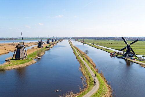 Traditionele windmolens bij Kinderdijk in Nederland van