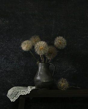 Stilleven met paardenbloemen van Odette Kleeblatt