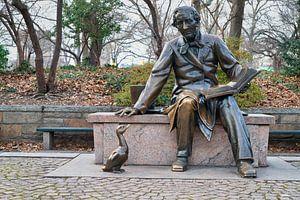 Standbeeld van Hans Christian Andersen (door Georg Lober) in Central Park New York City Daglicht met