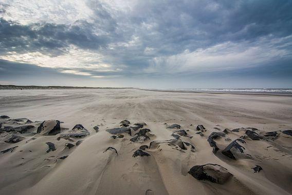 Storm op het strand 01 van Arjen Schippers