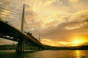 Langs de oevers van de Bosporus, Istanbul van Caught By Light