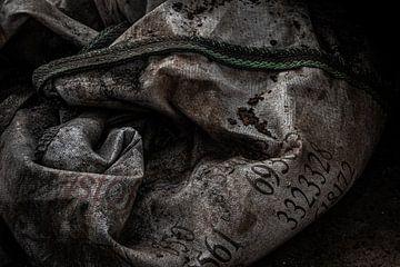 Detail alte Rohstofftasche verlassene Fabrik von Martzen Fotografie