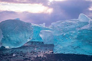 Diamant Beach bij Jökulsárlón, IJsland. van Gert Hilbink