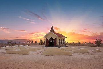 Alto-Vista-Kapelle auf der Insel Aruba in der Karibik bei Sonnenuntergang von Nisangha Masselink