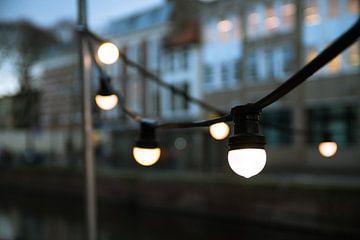 Lampjes in de avond van Wouter Kouwenberg