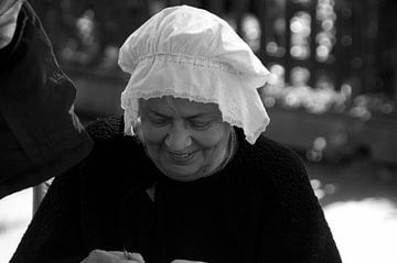 dame in klederdracht  van Robert Lotman