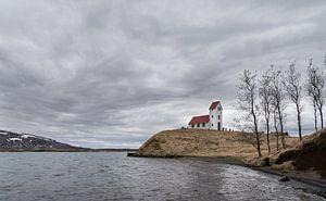 Kerkje in IJslands landschap van