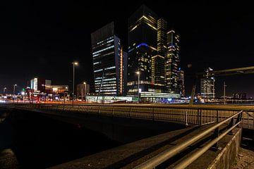 Rotterdam bij Nacht vanaf de Erasmusbrug. van