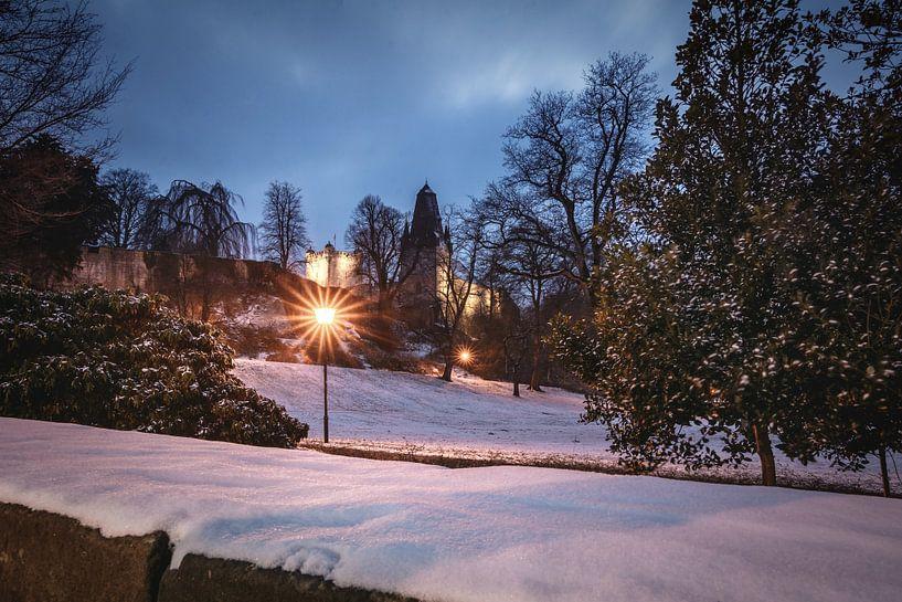 Burg Bad Bentheim in der blauen Stunde von Edith Albuschat