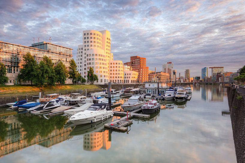 Evening sun in the Media Harbor Dusseldorf van Michael Valjak
