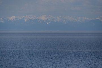lake Baikel met bergen von Robert Lotman