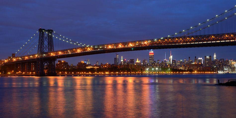 Williamsburg Bridge in New York met Midtown Manhattan skyline, panorama van Merijn van der Vliet