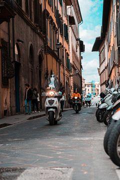 Vespa in Florence van Rob Berns