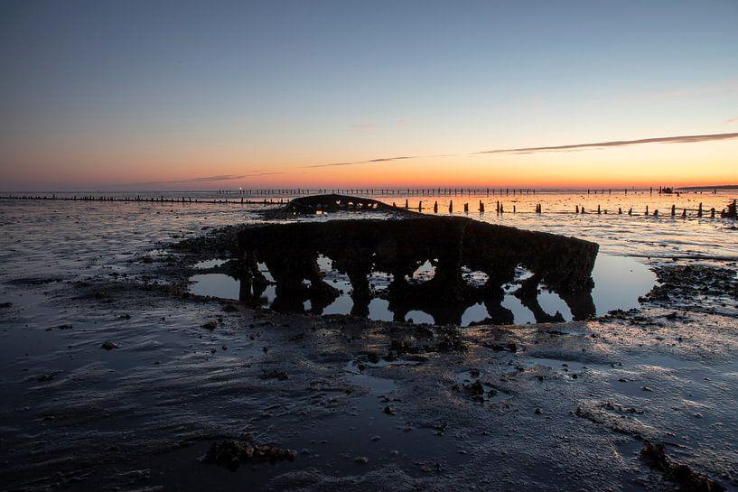 De Waddenzee bij zonsopkomst van Gert Hilbink