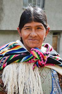 Frau mit farbigem Schal, Bolivien von Monique Tekstra-van Lochem