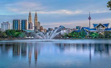 Kuala Lumpur-Skyline während des Sonnenuntergangs von Jan van Dasler
