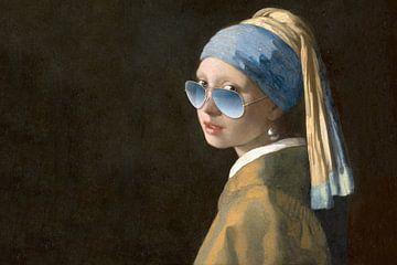 Het meisje met de blauwe zonnebril