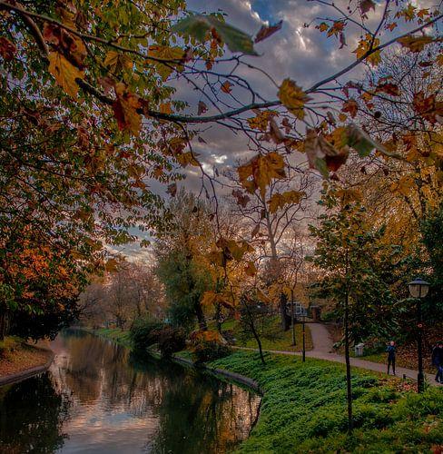 Maliesingel in herfstkleuren. van