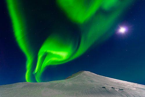 Maan ontmoet Noorderlicht