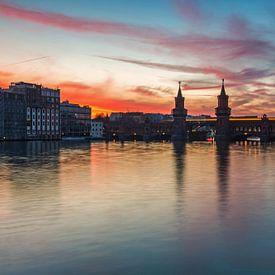 Sonnenuntergang an der Oberbaumbrücke in Berlin von Frank Herrmann