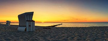 Strandkörbe im Sonnenuntergang von Frank Herrmann