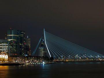 Erasmusbrug in de nacht van P van Beek