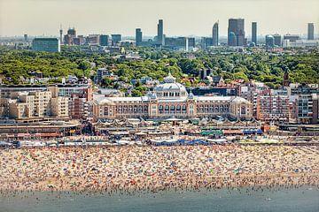 Luftaufnahme von Scheveningen, Strand und Kurhaus von Frans Lemmens