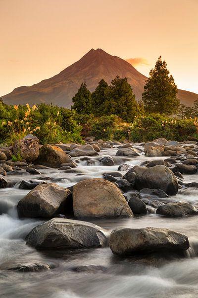 Mount Taranaki bei Sonnenuntergang, Neuseeland von Markus Lange